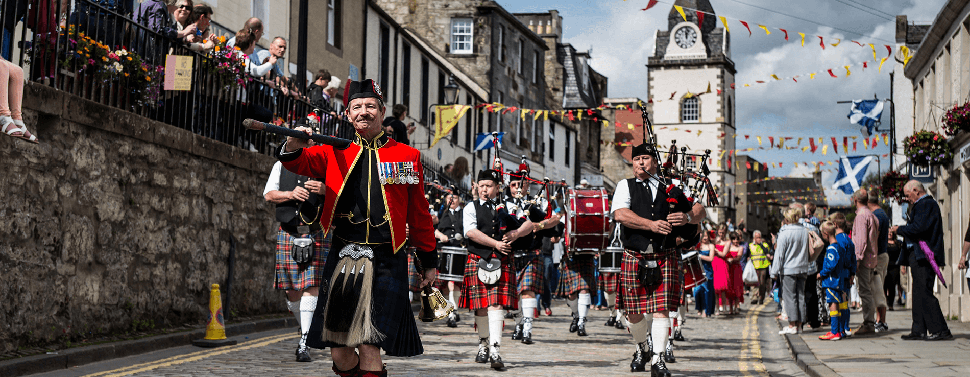 Pipers on Queensferry High Street – © Steven Hume – stevenhume@gmail.com